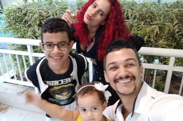 Fabiano com a mulher e os filhos (Foto: Arquivo pessoal)