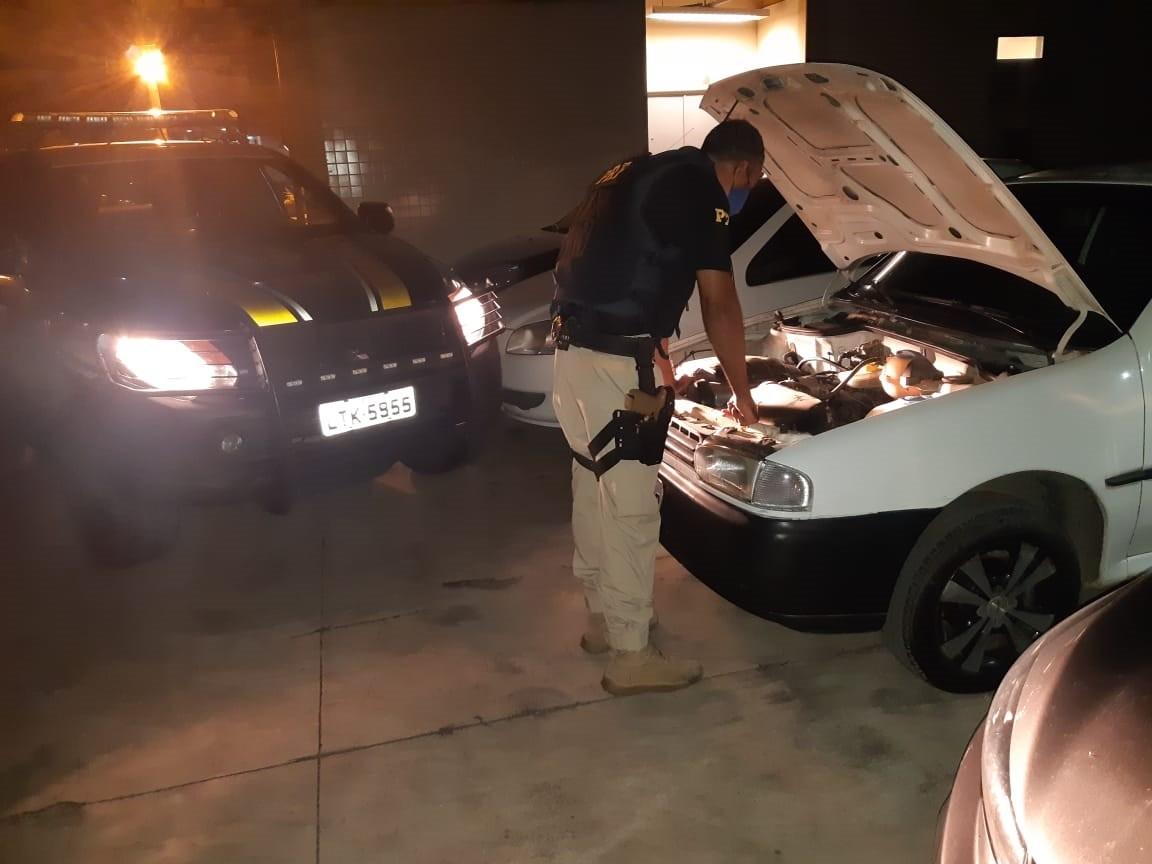Homem é preso ao ser flagrado dirigindo carro furtado em Barra do Piraí