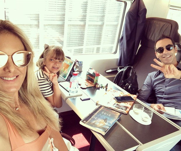 Ticiane Pinheiro, César Tralli e Rafinha Justus na viagem de trem de Paris a Londres (Foto: Reprodução Instagram)
