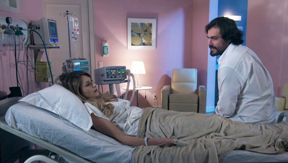 Thiago Lacerda contracena com Petra (Bruna Guerin) em 'Salve-se Quem Puder' — Foto: Globo