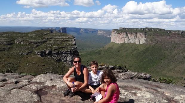 Claudine com os filhos na viagem à Chapada Diamantina (Foto: Divulgação)