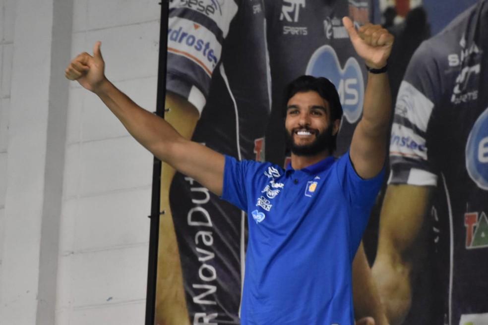 Mohamed Al Hachdadi apresentado à torcida do Vôlei Taubaté — Foto: Filipe Rodrigues/GloboEsporte.com