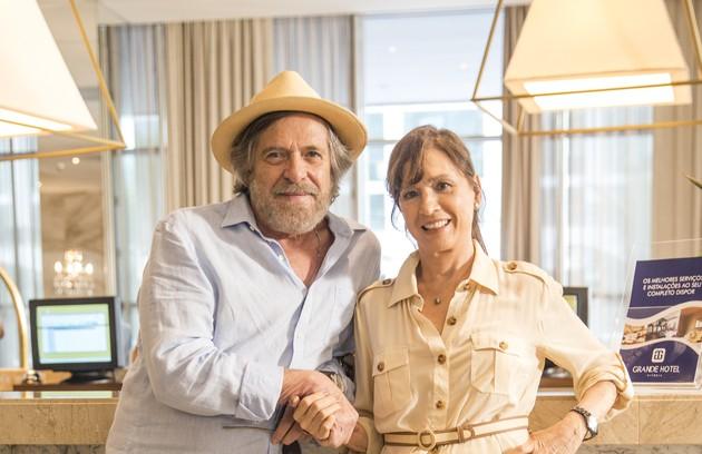 José de Abreu e Natália da Vale são Otávio e Beatriz Guedes. Eles encontrarão Virginia perdida nas ruas de Vitória e resolverão adotá-la (Foto: TV Globo)