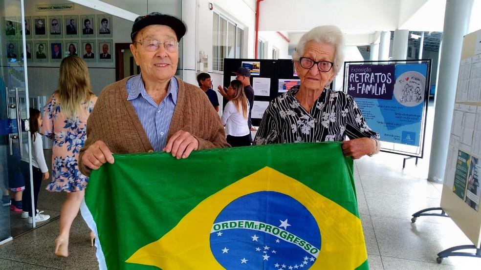 Lindomar e Celestina Moreira fizeram questão de votar em Criciúma — Foto: Carlos Rauen/ NSC TV