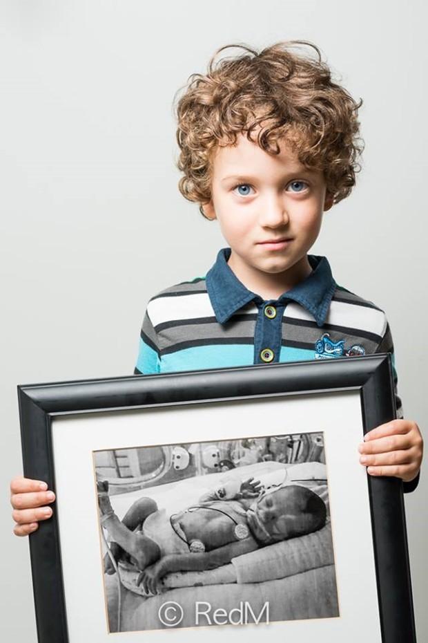 Thomas, que nasceu com 29 semanas (Foto: Facebook RedM)