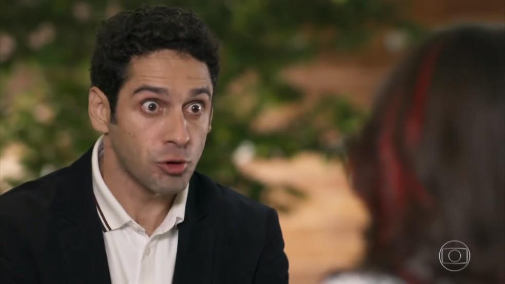 Beto (João Baldasserini) admite que está alucinado por Tancinha (Mariana Ximenes) - 'Haja Coração' — Foto: Globo