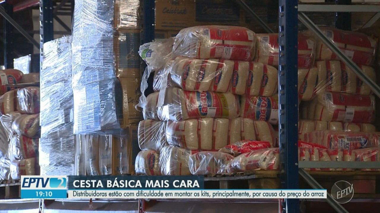 Com alta no preço de alimentos, distribuidoras têm dificuldades para montar cestas básicas