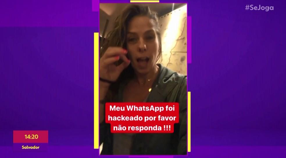 Adriane Galisteu fez apelo para que não mandassem ninguém respondesse às mensagens que o hacker estava mandando para a lista de contatos dela — Foto: TV Globo