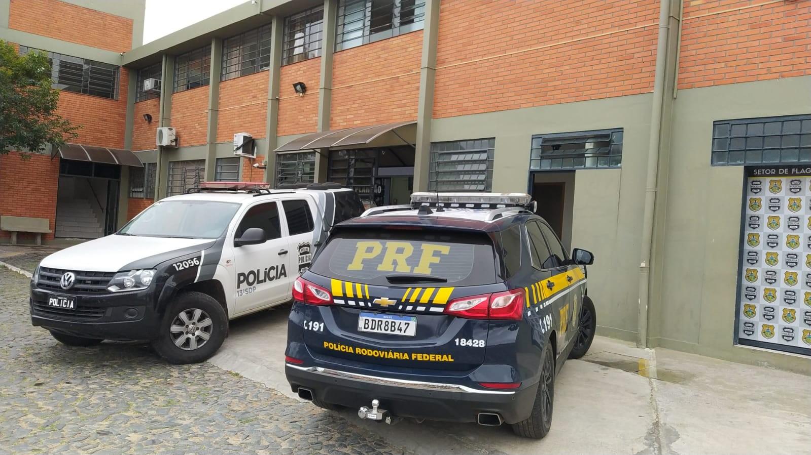 Caminhoneiro é resgatado após ser feito refém dentro de caminhão por suspeito de roubo no Paraná