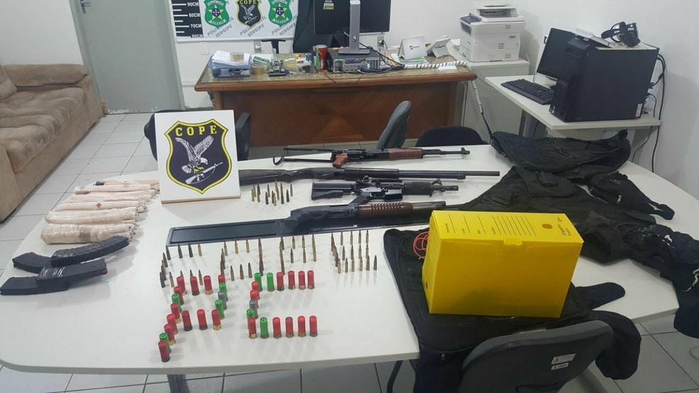 Armas de grosso calibre, munições e explosivos foram apreendidos (Foto: SSP, Divulgação)