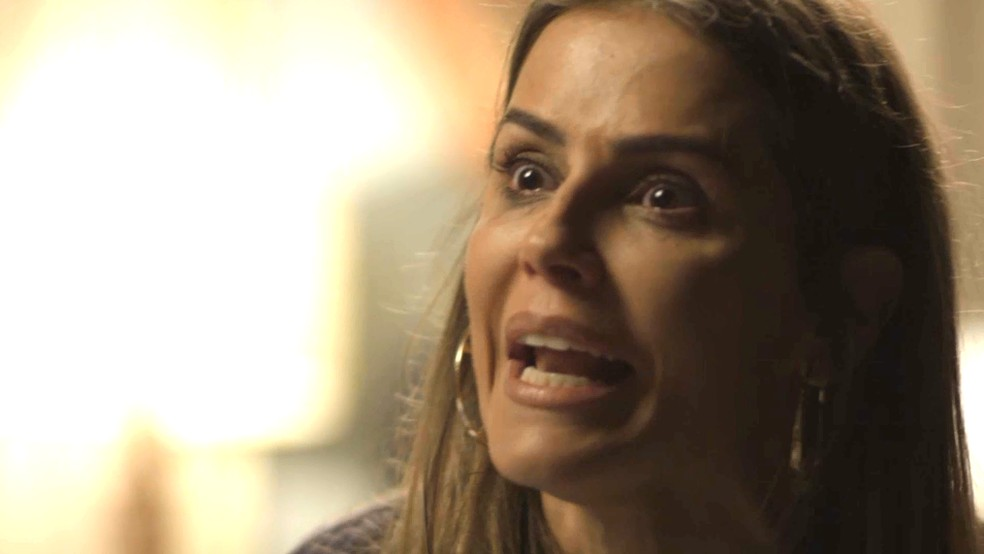 Karola pede perdão a Valentim — Foto: TV Globo