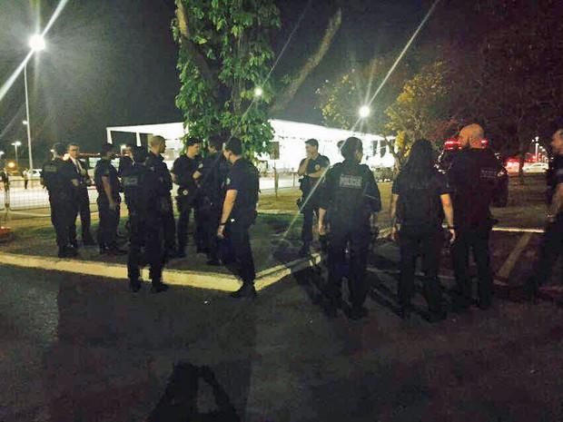 Grupo de policiais que se mobilizou para conter caçadores de Pokémon no Senado
