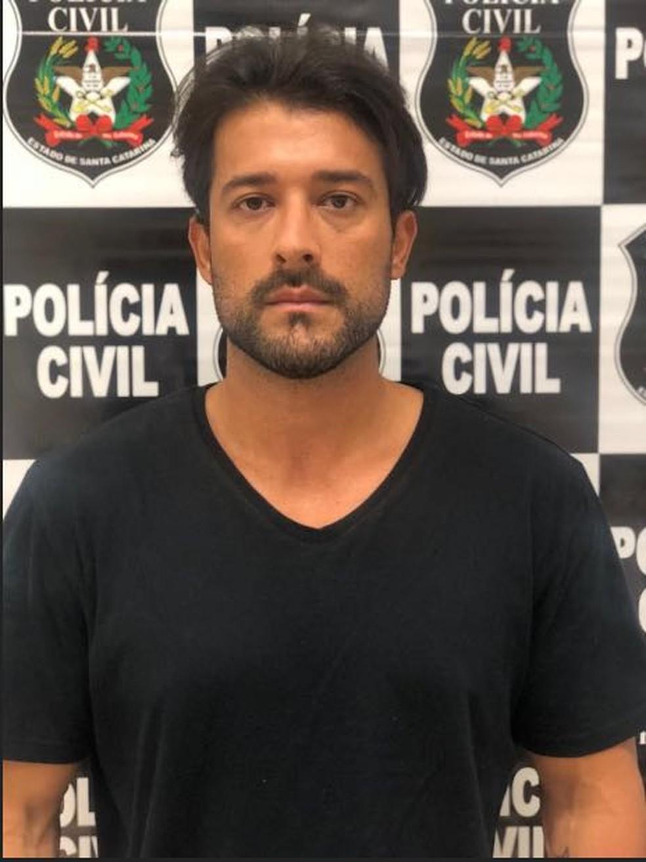 Cantor sertanejo Kleiton Pedroso de Abreu é preso em Itajaí — Foto: Polícia Civil/Divulgação