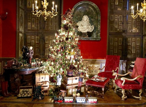 As dependências internas do Château de Vaux-le-Vicomte decoradas para o Natal (Foto: Instagram/ Reprodução )