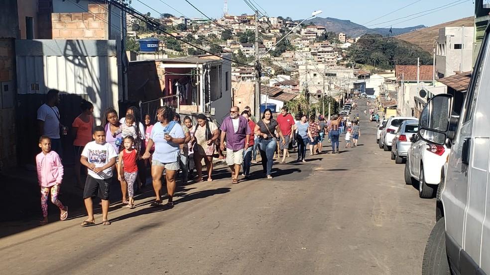 Moradores de Itabira participaram neste sábado (17) do maior simulado de emergências de barragens — Foto: Ricardo Soares/TV Globo
