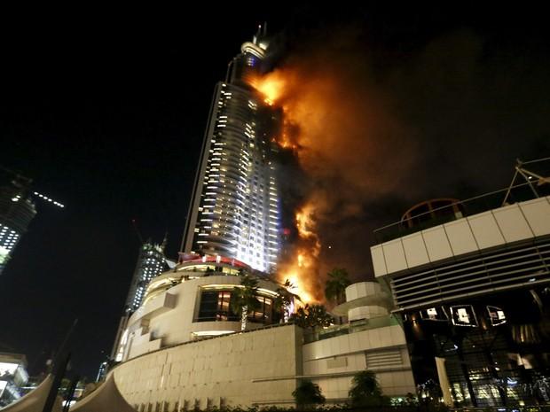 Incêndio atinge um hotel no centro de Dubai, nos Emirados Árabes Unidos  (Foto: Ahmed Jadallah/Reuters)