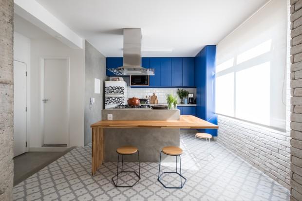 Apartamento de 120 m² tem cara de casa e clima descontraído  (Foto: FOTOS NATHALIE ARTAXO)