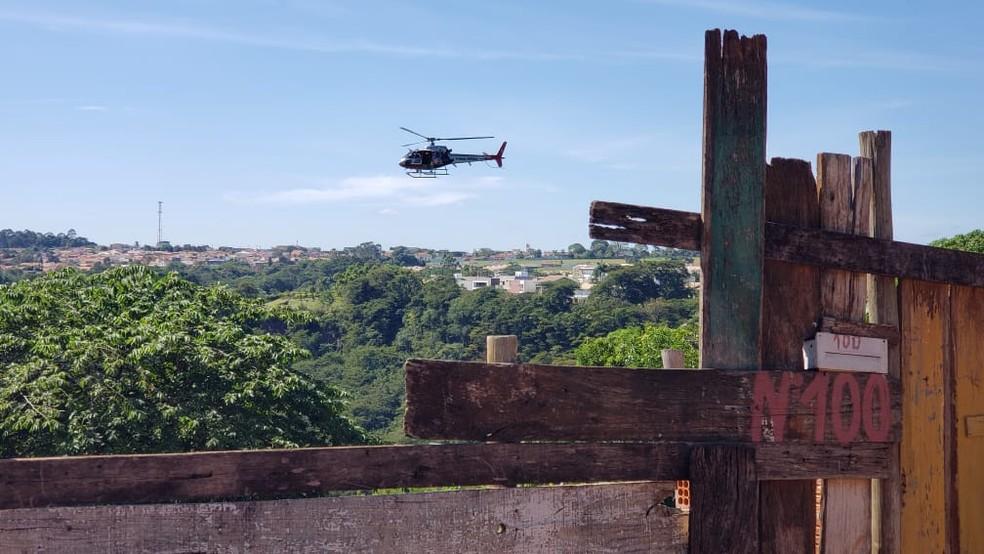 Em alguns penhascos da zona norte de Marília acesso só é possível com uso de helicóptero — Foto: Cláudio Farneres/TV TEM
