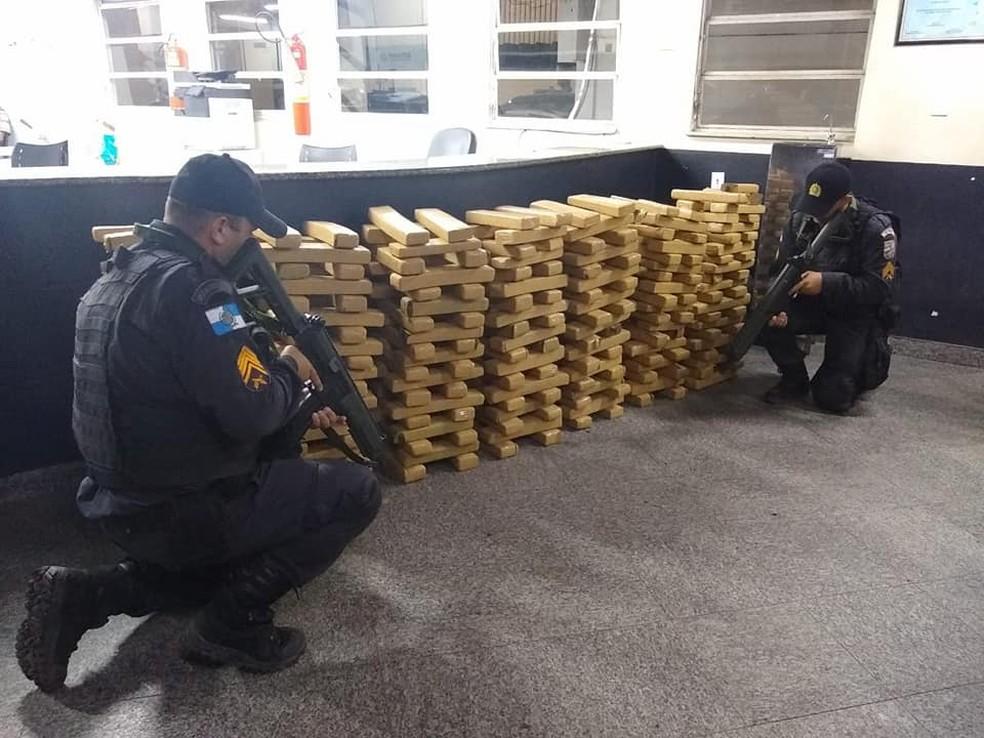 Policiais militares apreenderam aproximadamente 406 kg de maconha em Campos — Foto: Divulgação/Polícia Militar