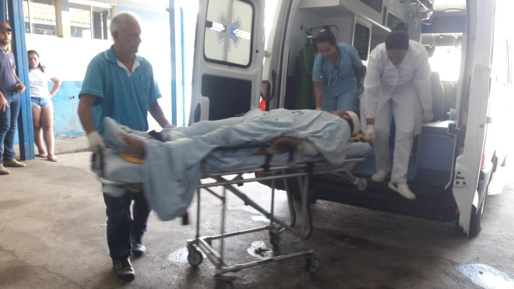 Rapaz é baleado quando saía de casa com a esposa em Monte Negro, RO
