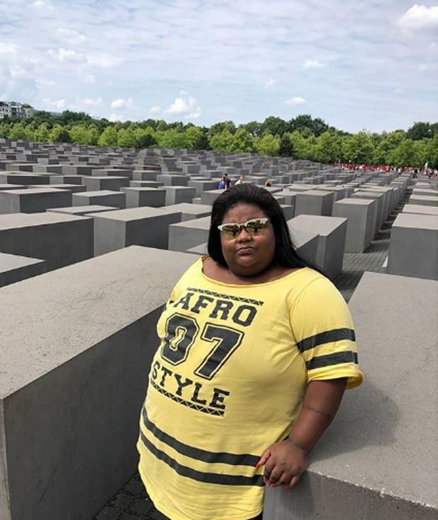 MC Carol no Memorial aos Judeus Mortos da Europa, em Berlim (Foto: Reprodução/Instagram)