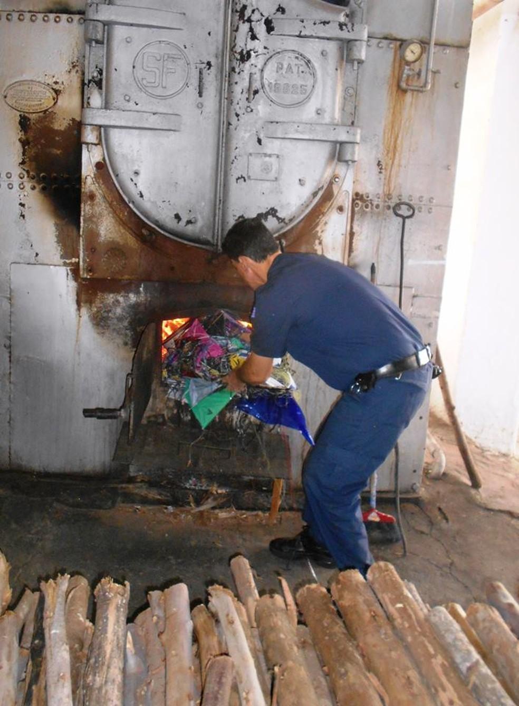 Pipas e carretéis foram incinerados pela Guarda  (Foto: Divulgação/Guarda Civil Municipal)