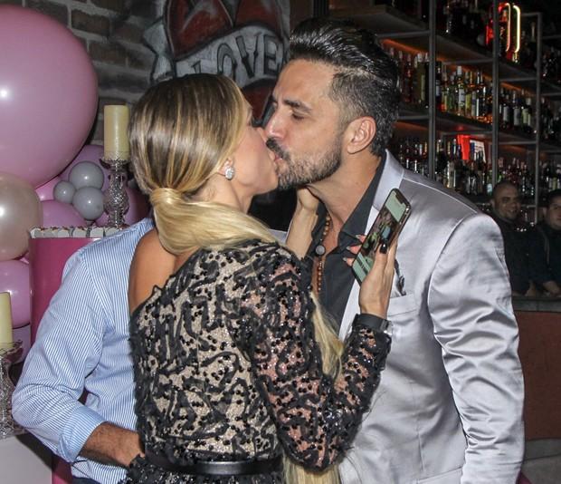 Jéssica Rodrigues e Latino (Foto: Marcello Sá Barreto/Brazil News)