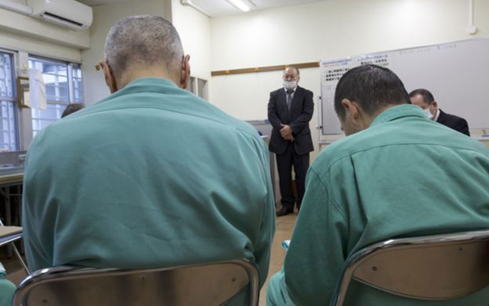 Algumas instalações prisionais precisaram ser adaptadas para receber detentos idosos — Foto: BBC