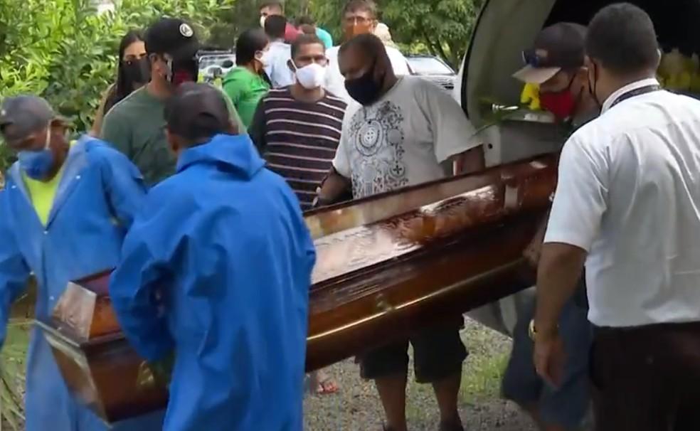 Amintas Feitosa de Moura Ferreira foi sepultado na manhã desta quinta-feira 922), em Itabuna.  — Foto: Reprodução/TV Santa Cruz