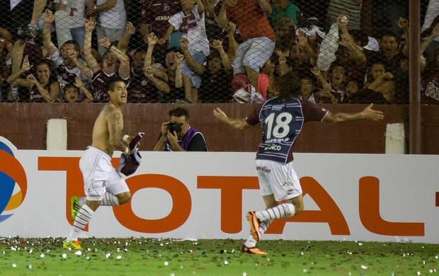 Victor Ayala comemora, Lanús x Ponte Preta (Foto: AP)