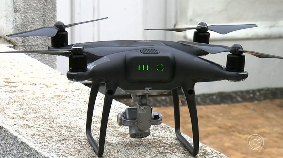 Drones são utilizados para mapear cemitério em Jundiaí — Foto: Reprodução/TV TEM
