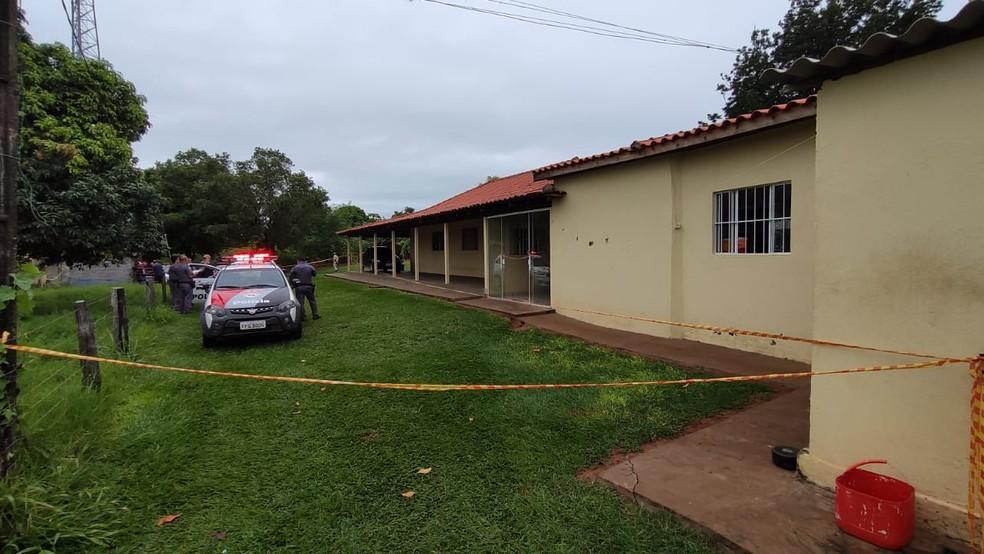 Casal foi encontrado morto em propriedade rural em Santo Expedito — Foto: David de Tarso/TV Fronteira