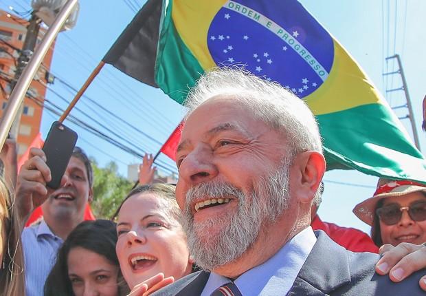 Lula é recebido pela militância na chegada do depoimento para Sérgio Moro em Curitiba (Foto: Ricardo Stuckert)