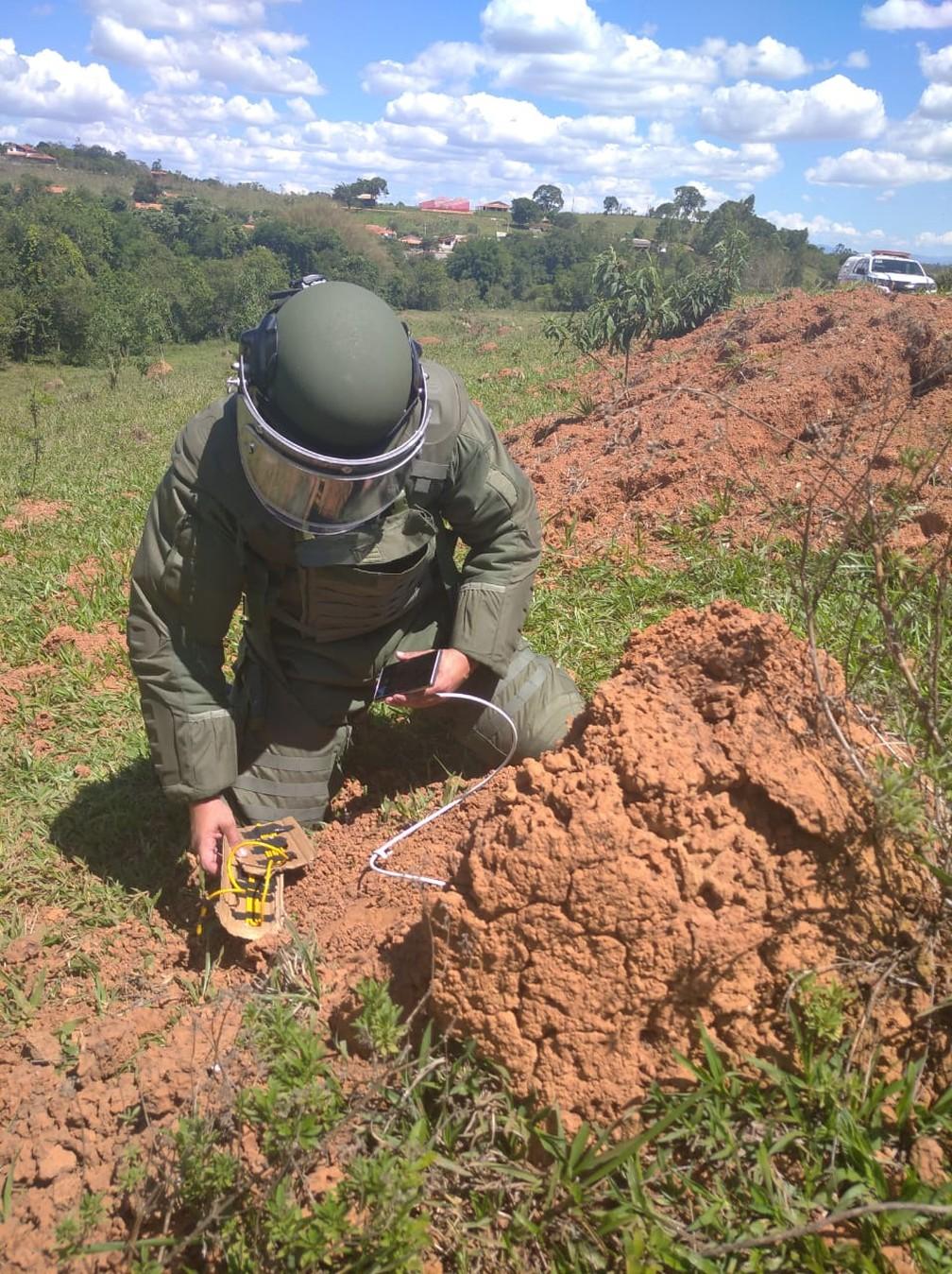 Bope foi acionado para desarmar explosivos encontrados em uma casa em Pouso Alegre (MG) — Foto: Divulgação/Polícia Militar