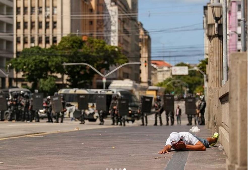 Daniel Campelo, de 51 anos, foi atingido no olho por policiais militares durante protesto contra Bolsonaro no Recife — Foto: Hugo Muniz