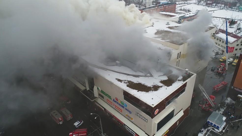 Incêndio em shopping em Kemerovo (Foto: Ministério de Emergências da Rússia/Reuters)