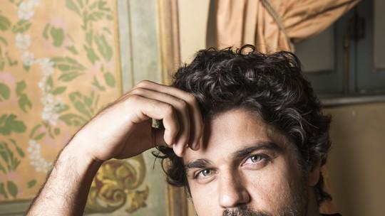 Bruno Cabrerizo comenta drama vivido por seu personagem e celebra desafio em 'Tempo de Amar'