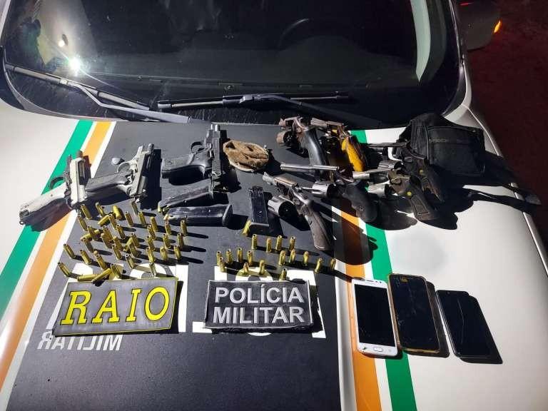 Ofensiva da Polícia Militar em Uruburetama prende oito suspeitos; pistola turca é uma das armas apreendidas