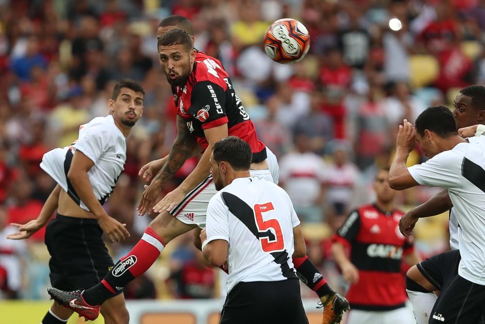 Flamengo liga radar por zagueiro jovem enquanto dá tempo a Léo Duarte f2ef1ba4e2443