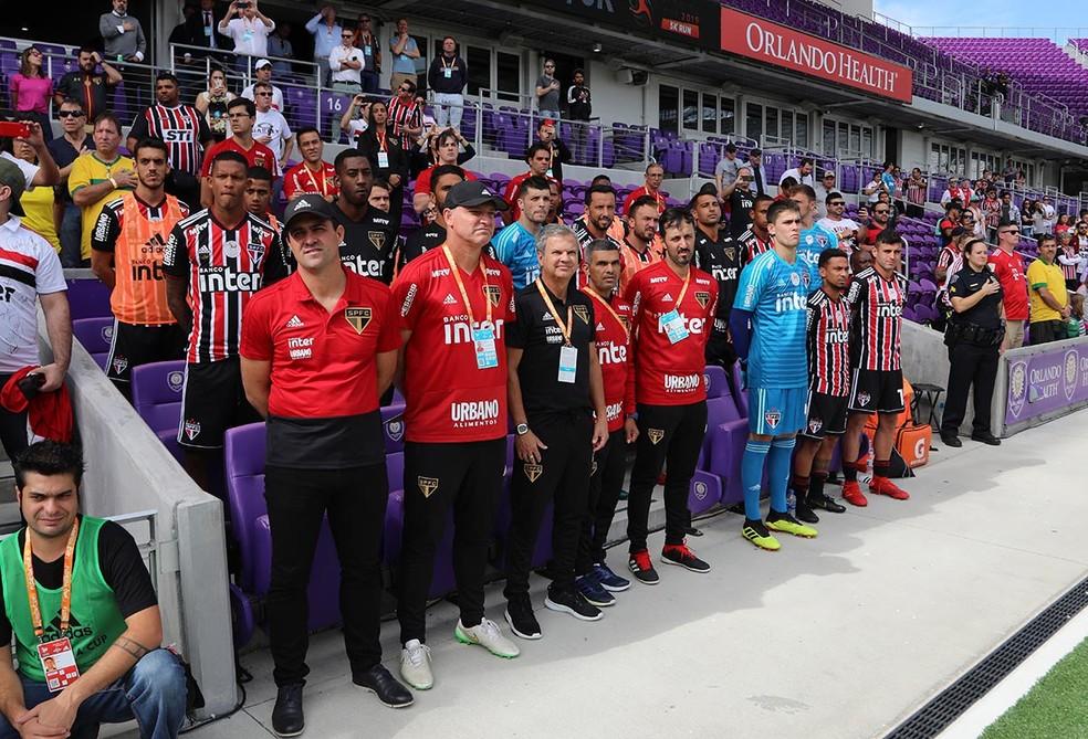 André Jardine e a comissão técnica do São Paulo contra o Ajax — Foto: Rubens Chiri / saopaulofc.net