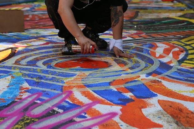 Artista transforma rua mais mortal dos EUA com mural gigantesco (Foto: Divulgação)