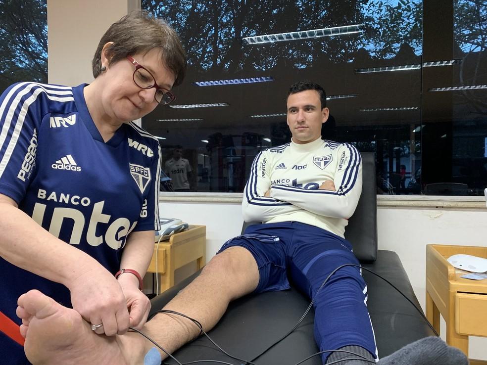 Pablo inicia tratamento da lesão no ligamento do tornozelo direito no São Paulo — Foto: Érico Leonan/saopaulofc.net