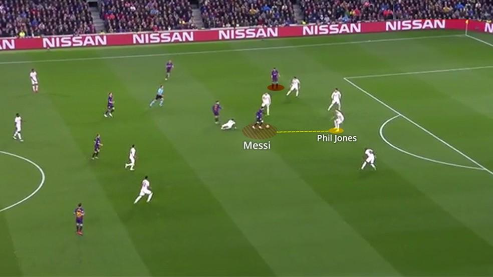 Messi já com a bola, antes de finalizar ao gol — Foto: Leonardo Miranda