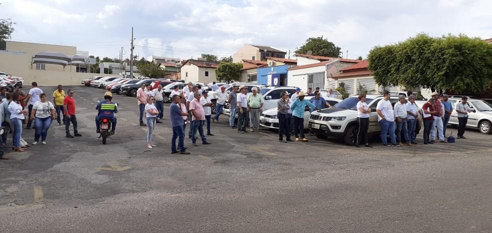 Manifestantes vestiam camisetas brancas com frases lamentando a impunidade  — Foto: Ivan Santos/CAFM