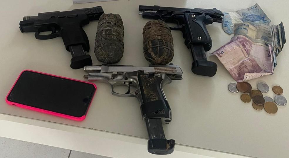 Três suspeitos são mortos em confronto na BA após polícia encontrar 'acampamento do tráfico' com armas e explosivos  — Foto: SSP-BA/Divulgação