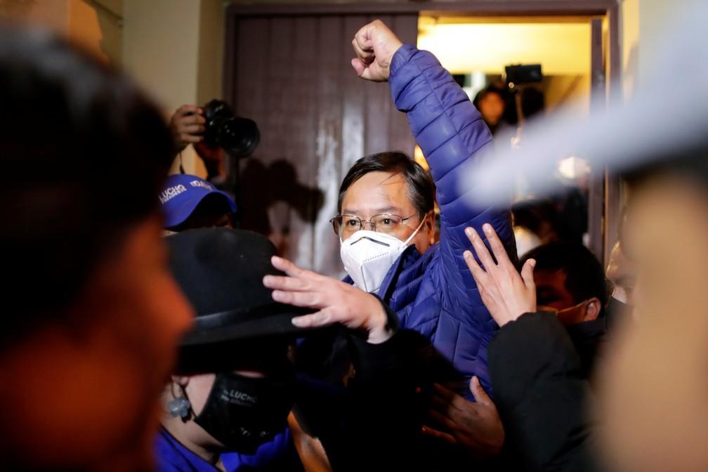 Luis Arce após receber dados sobre a pesquisa de boca de urna na Bolívia, em ...</div></div>                                         <div class=
