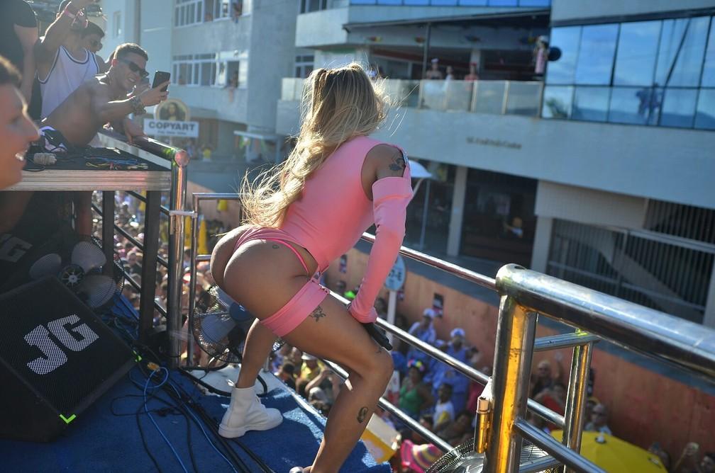 Pabllo Vittar se apresenta no quinto dia de carnaval em Salvador — Foto: Márcio Reis /Ag Haack
