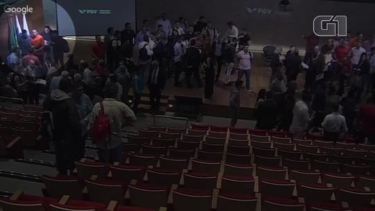 Embaixadora tem computador furtado em palco após dar palestra na FGV
