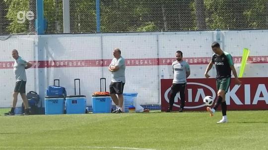 CR7 e Quaresma brincam com assistente de Portugal em treino; vídeo