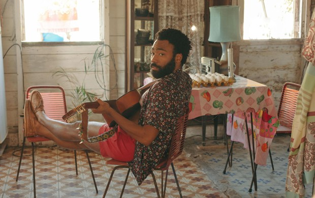 Donald Glover in a still from <em>Guava Island</em>, which he stars in with Rihanna. The film premiered at Coachella, where Glover's musical act Childish Gambino headlined on Friday. (Foto: courtesy of Amazon Prime Video)